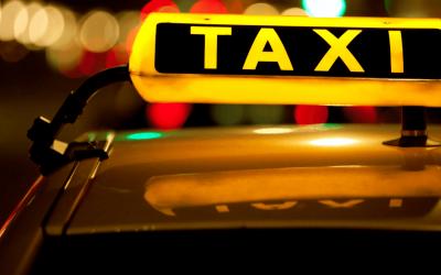 Las licencias de taxi embargadas pueden transmitirse en ejecución sin autorización municipal
